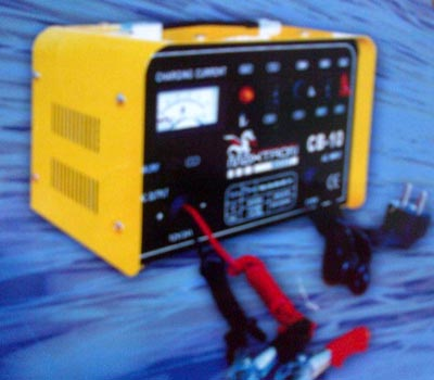 MAXTRON PORTABLE BATTERY CHARGER CB-20